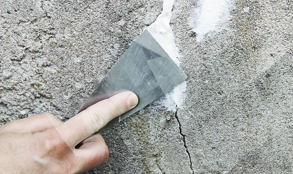 cómo sellar grietas en techos de concreto