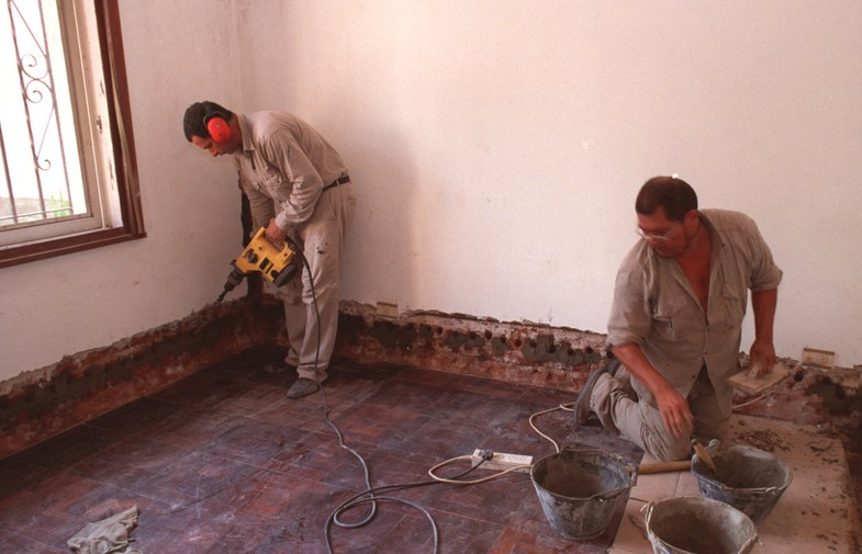 como tirar umidade da parede que vem do solo