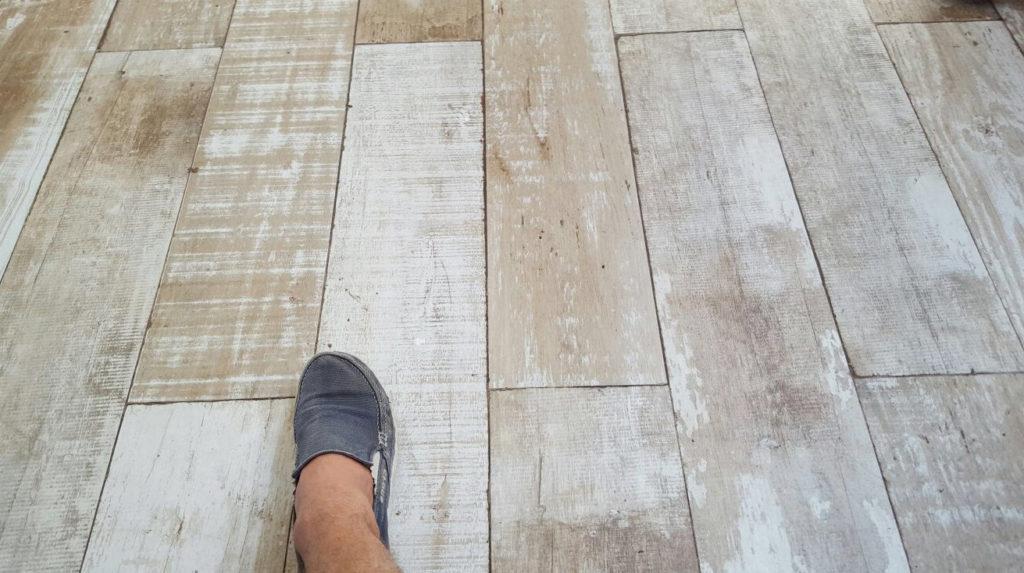 diferencia entre piso porcelanato y carámico